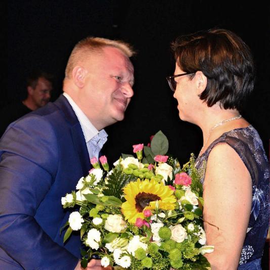 Gratulacje składa Jacek Woźniak, przewodniczący Rady Miasta