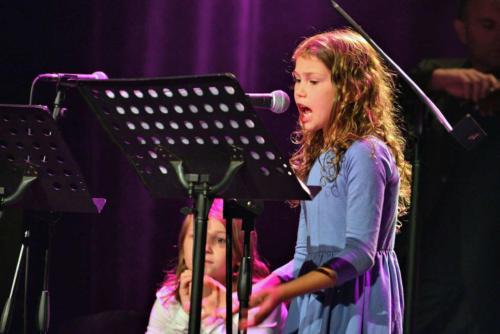 Marysia z zespołu Dzieci z Brodą